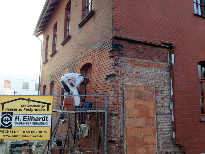 Arbeit an altem denkmalgeschützem Postgebäude in Vechelde